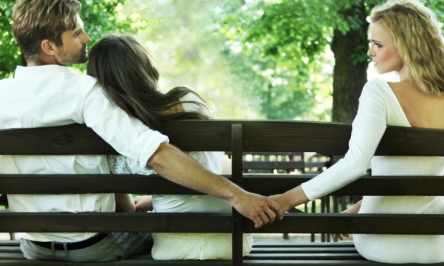 10 Signs That Your Partner Is Cheating On You